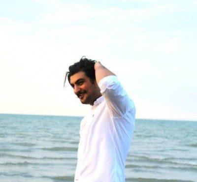 Arash Shani Cafe Paeezi 400x370 - دانلود آهنگ آرش شانی به نام کافه پاییزی