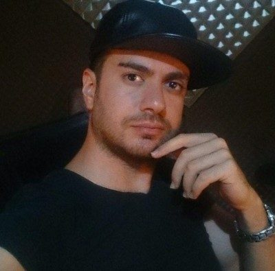 Reza Gholipour Zire Baroon 400x395 - دانلود آهنگ رضا قلی پور زیبای بی منطق