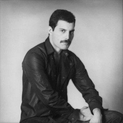 Freddie Mercury 1 400x400 - دانلود مجموعه کامل آهنگ های فردی مرکوری