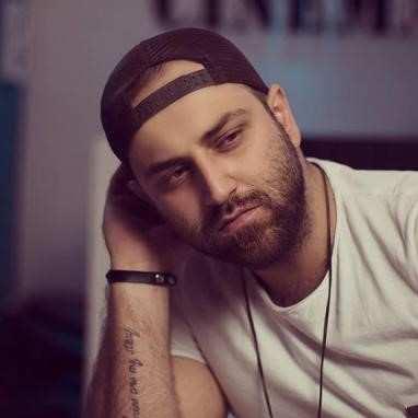 Ahmad Safaei3 - دانلود آهنگ احمد صفایی شدم مریضت