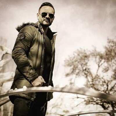 Aria Amjad - دانلود آهنگ آریا امجد ریش و قیچی