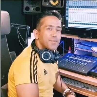 Mohammad 2 400x400 - دانلود آهنگ محمد مبارکی کاش میشد
