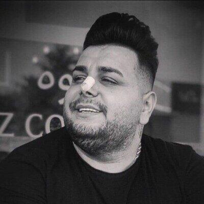 Amir Ghomi 1 400x400 - دانلود آهنگ امیر قمی یکی یه جایی صدا زد اسم تورو قلبم رفت