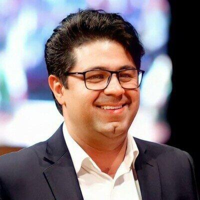 Hojat Ashraf 400x400 - دانلود آهنگ اصلی و کامل لبخند بی دلیل زیبایی اصیل حجت اشرف زاده